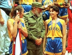 basquete magic paula fidel castro hortência medalha pan-americano 1991 (Foto: Sérgio Berezovsky / Agência Estado)