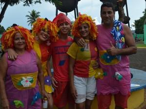 Funcionário público Fernando com a família na Banda do Vai Querm Quer em Porto Velho  (Foto: Sara Cicera/G1)