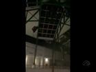 Shopping reabre após parte do teto desabar com vento em Porto Alegre