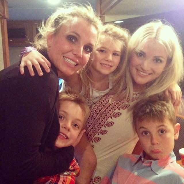 Britney Spears, a irmã, a sobrinha e os filhos (Foto: Reprodução/Instagram)
