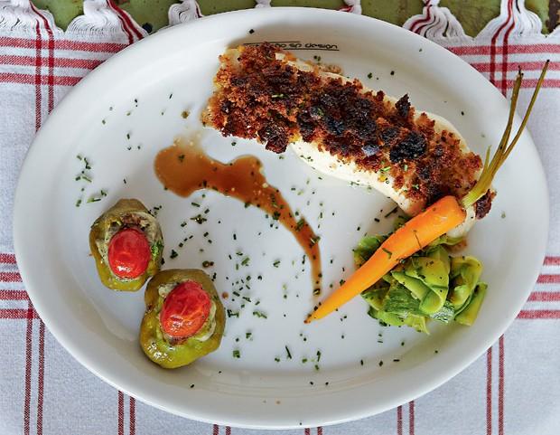 Badejo com crosta de limão-siciliano (Foto: Victor Affaro/Casa e Comida)