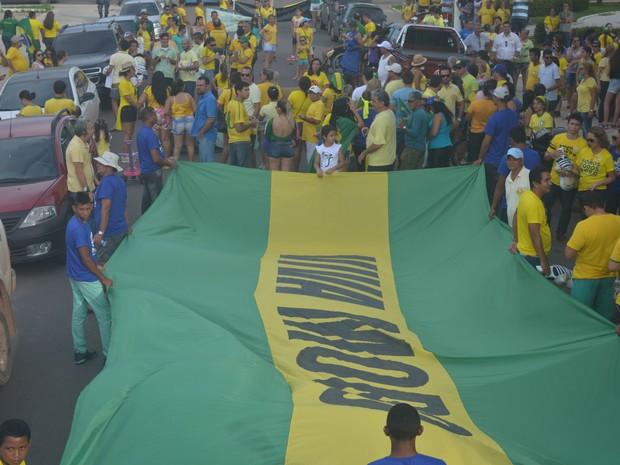 Segundo a Polícia Militar, mil pessoas estavam na manifestação neste domingo (13). (Foto: Larisse Caripuna/G1 Santarém)