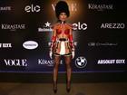 Sabrina Sato sugere ausência de lingerie em fantasia ousada para baile