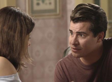 Teaser: Júlio mente pra Cíntia sobre roubo e eles se beijam