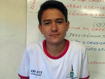 O estudante Lucas Yuri Bezerra, que devolveu carteira com R$ 1,6 mil achada no lixo no DF (Foto: Rivânia de Araújo/Arquivo Pessoal)
