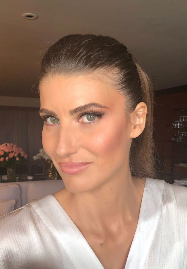 Excepcional Michelle Alves aposta em maquiagem natural para casamento com Guy  RX66