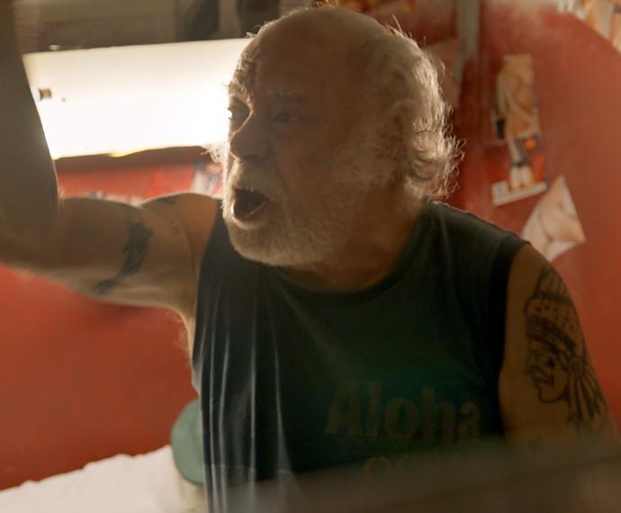 Ascânio discute com Romero e pressiona por Djanira (Foto: TV Globo)