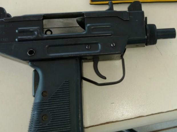 Pistola semiautomática israelense de 9mm (Foto: PRF/Divulgação)