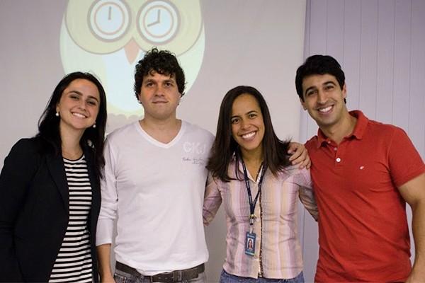 Letícia Araújo (TV Integração), Tarcízio Dalpra ( Professor da Estácio JF), Aline Maia (Coordenadora de Comunicação da Estácio JF) e Jonas Mendonça (TV Integração)  (Foto: Divulgação | TV Integração)