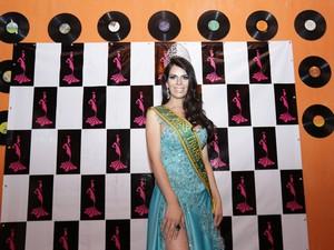 Sabrina Mab Taborda, eleita Miss Transex em 2010, esteve presente para passar a faixa (Foto: Giuliano Gomes/PR Press)