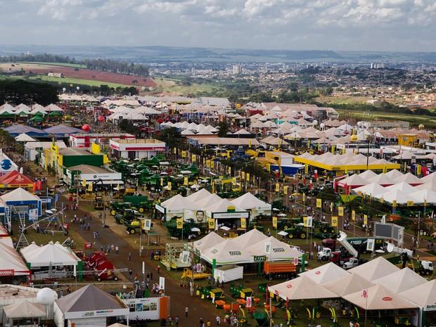 Ao todo, a Agrishow 2015 reúne 800 expositores de diferentes áreas do agronegócio em uma área de 400 mil metros quadrados. (Foto: Érico Andrade/G1)