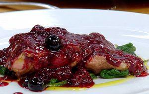 Pato com molho de frutas vermelhas