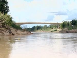 Reunião seca rio Acre (Foto: Reprodução TV Acre)