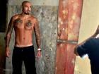 Ex-BBB Fernando Medeiros posa para o Paparazzo e afirma: 'Estou solteiro'