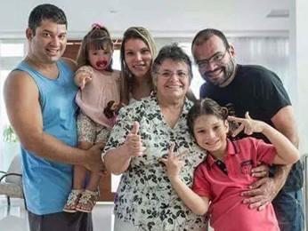 Fotógrafo Alexandre Severo (dir.) com a família em foto de 2013 (Foto: Patrícia Gomes/Arquivo Pessoal)