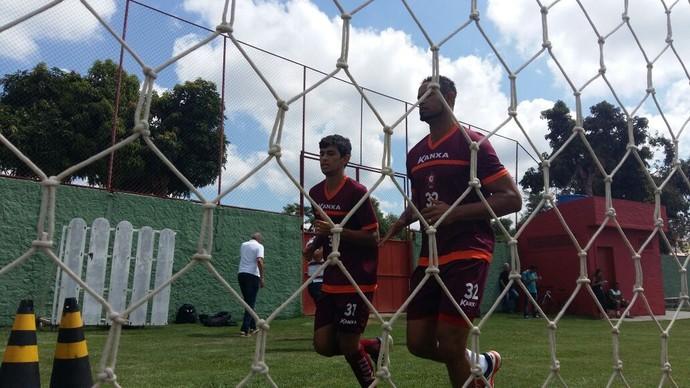 Goleiro Bruno faz primeiro treino físico no Boa Esporte (Foto: Bruno Giufrida)