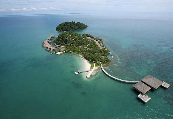 Casal desiste de escritório em NY para viver numa praia do Camboja