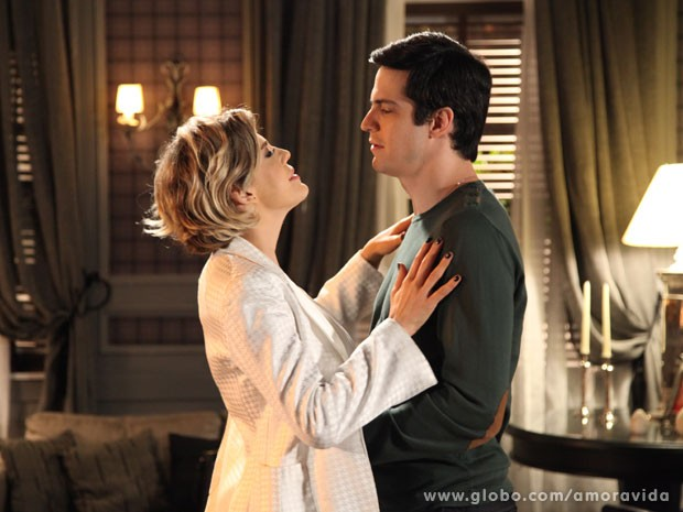 Félix se coloca nas mãos de Edith mais uma vez (Foto: Pedro Curi/TV Globo)