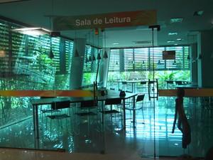 Sala de leitura da biblioteca da Floresta (Foto: Caio Fulgêncio/ G1)