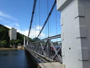 Ponte Pênsil em São Vicente, no litoral de São Paulo (Foto: Orion Pires / G1)
