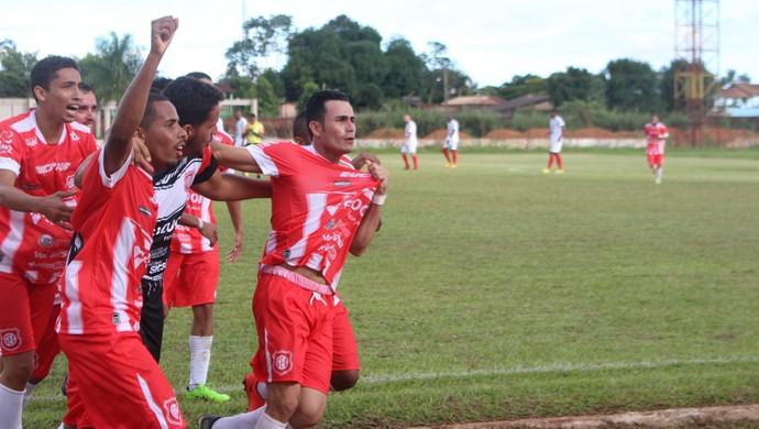 Róbson marca primeiro gol pelo Guajará (Foto: Júnior Freitas)