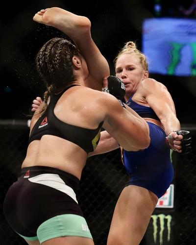Holly Holm, Bethe Correia, UFC Singapura, MMA (Foto: Getty Images)