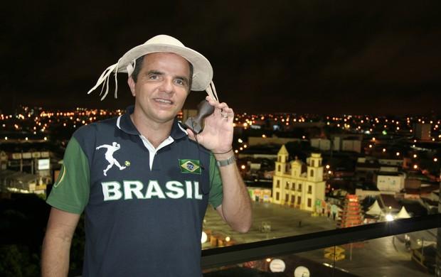alcedo macedo, que produziu o apito indígena da copa do mundo (Foto: Divulgação / Acervo Pessoal)
