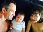 Malvino Salvador compartilha momento fofo com as filhas