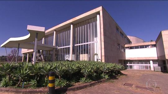 Museu da Pampulha, em Belo Horizonte, completa 60 anos e tem acervo guardado e sob ameaça de fungos
