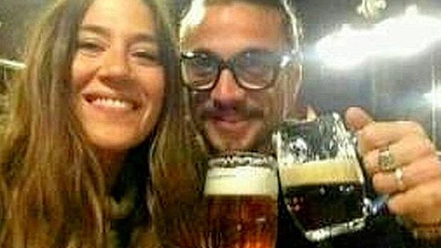 Osvaldo, roma e a nova namorada em Praga (Foto: Reprodução / Twitter)