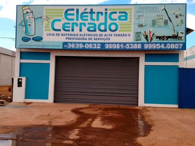 Empresário foi morto na porta da oficina que era dono na Bahia (Foto: Blogbraga/Repórter Edivaldo Braga)
