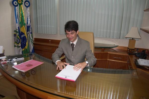O prefeito de São Sebastião do Alto, Região Serrana do Rio, Carmod Bastos (Foto: Divulgação)