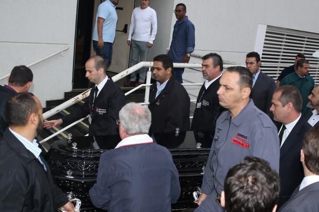 Corpo de Domingos Montagner chega para ser velado, em São Paulo (Foto: Thiago Duran/Agnews)
