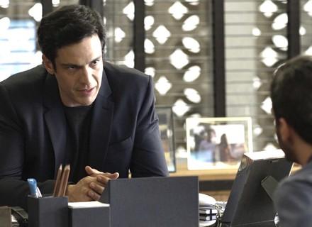 Eric revela a Domênico suspeita sobre Malagueta e Cíntia