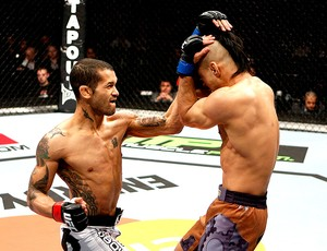 Vaughan Lee acerta Motonobu Tezuka na luta do UFC (Foto: Getty Images)