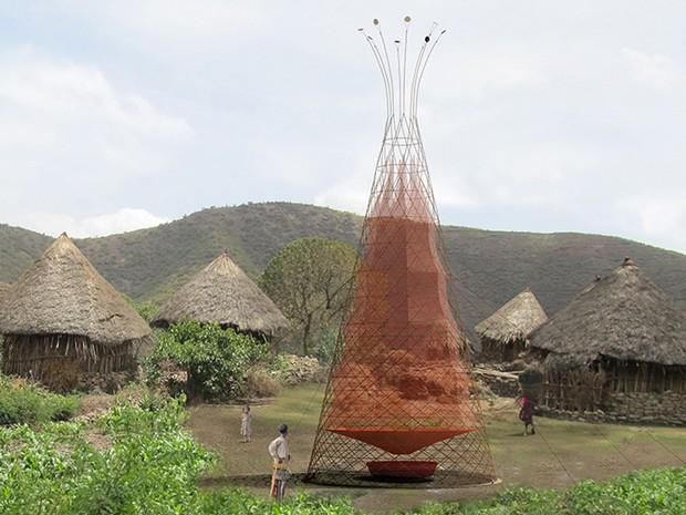 Comunidade recebe torre que transforma ar em água potável (Foto: Divulgação/Architecture and Vision)