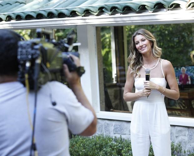 Bündchen nos bastidores do Mais Você (Foto: Raphael Dias/TV Globo)