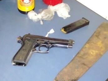 Polícia encontrou arma e munições com supeito de atirar em vereador (Foto: Divulgação/Polícia Militar)