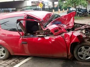 Carro que se envolveu em acidente (Foto: Cristina Requena/G1)