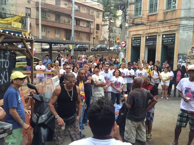 Moradores de Santa Teresa se reúnem em protesto (Foto: Cristina Boeckel/G1)