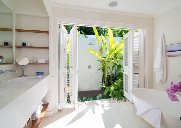 Banheiro com chuveiro externo (Foto: Divulgação)