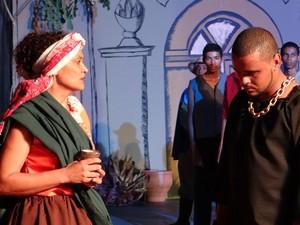 Escrava velha diz Francisco que a honra  não se lava com a morte. (Foto: Rivângela Gomes / G1)