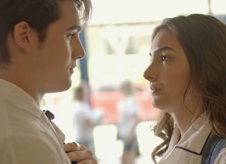 Rodrigo pergunta para Luciana se ela está namorando Roger