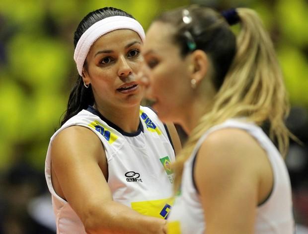 vôlei Brasil x EUA Grand Prix Paula Pequeno e Fabiola (Foto: Gaspar Nóbrega / Vipcomm)