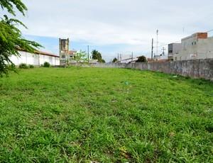 Espaço de 200 metros quadrados serviria para a quadra (Foto: Felipe Martins/GLOBOESPORTE.COM)