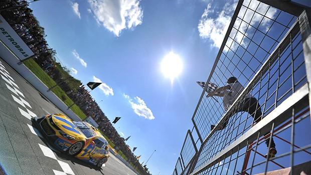 O piloto da Ipiranga Racing vence a corrida 1 no Velopark (Foto: Divulgação/Vicar)