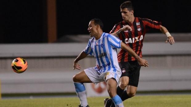 Zagueiro Dráusio, do Atlético-PR, contra o Paysandu (Foto: Site oficial do Atlético-PR/Gustavo Oliveira)