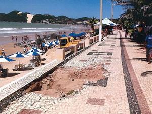 Vistoria do MPF constatou fissuras no calçadão de Ponta Negra (Foto: MPF/Divulgação)
