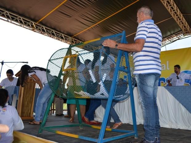 O sorteio foi para escolher os novos moradores das residências. O próximo será para definir os endereços. (Foto: Magda Oliveira)