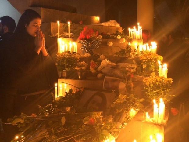 Alunos rezam pelas vítimas de acidentes na Mogi-Bertioga (Foto: Cristina Requena/G1)